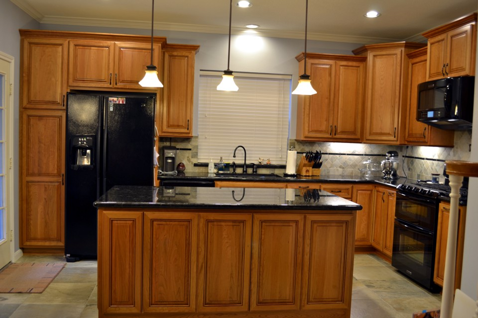 Natural cherry wood kitchen cabinets for Cherry kitchen cabinets